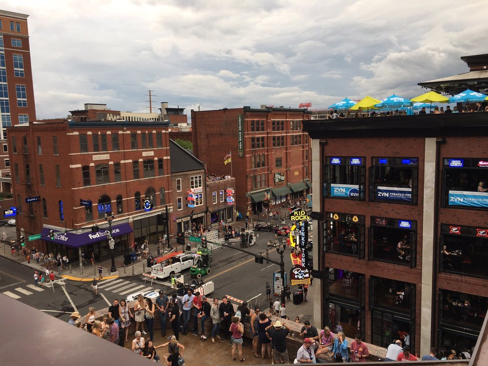 Downtown Nashville Jason Aldean S Kitchen And Rooftop Bar Featuring Local Artists And Special Sports Day Game Parties Nashville Music Guide